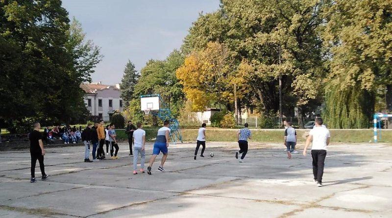 Одржано финале турнира у малом фудбалу. Победник екипа одељења IV-5.